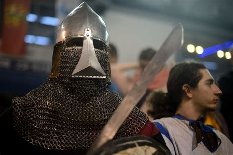 Warriors duel in World Medieval Fighting Championship in ...