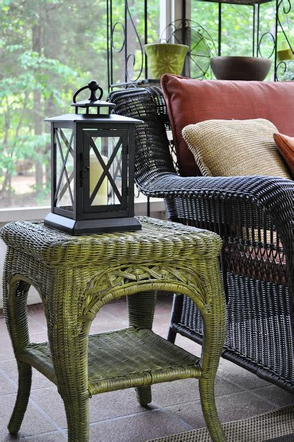remodelaholic fabulous finish wicker table revamped