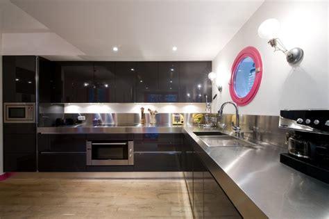 la cuisine dans le bain cuisine à armony sigma laque noir plan inox par