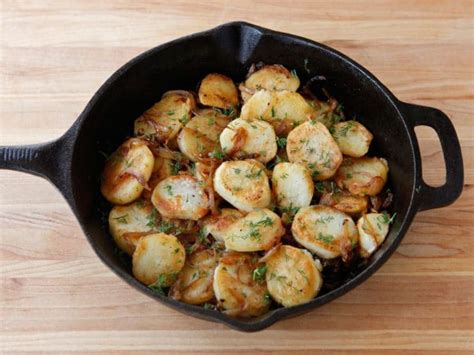lyonnaise potatoes schmaltz potatoes lyonnaise french dish with a jewish twist