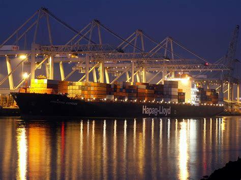 filesingapore express  night approaching port