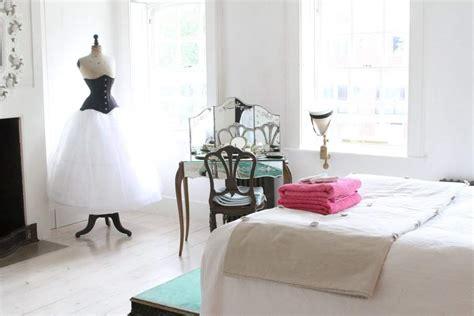 chambre synonyme la coiffeuse meuble raffiné synonyme de féminité