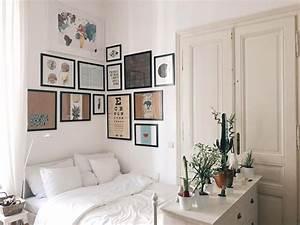 Bilder über Bett : gem tliche schlafecke mit bilderwand ber dem bett ~ Watch28wear.com Haus und Dekorationen