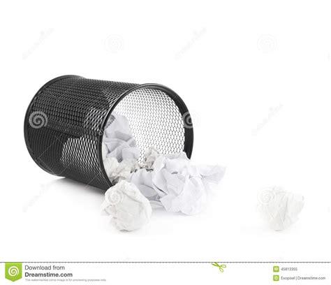 papeterie de bureau poubelle de papier de bureau d 39 isolement image stock