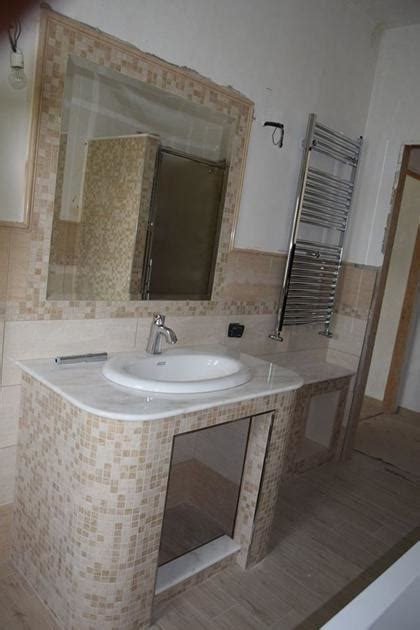 Bagni In Muratura Con Mosaico Bagno In Muratura In Gres Lucido E Dettagli In