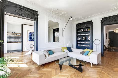 déco salon blanc dans appartement haussmannien un appartement haussmannien moderne et design déco mydecolab
