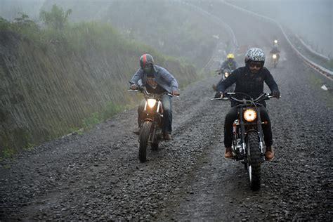 moto journey  menjelajah alam  menyiksa motor kustom