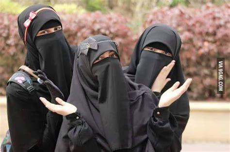 heres  bunch  muslim girls wearing niqabnot