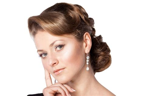 1940s Hairstyles Updo by Vintage Hairstyles Updos