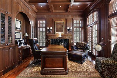 bureau biblioth ue int r bibliothèque dans la maison de luxe images stock image