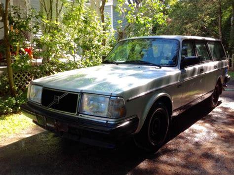 volvo station wagon silver   engine classic