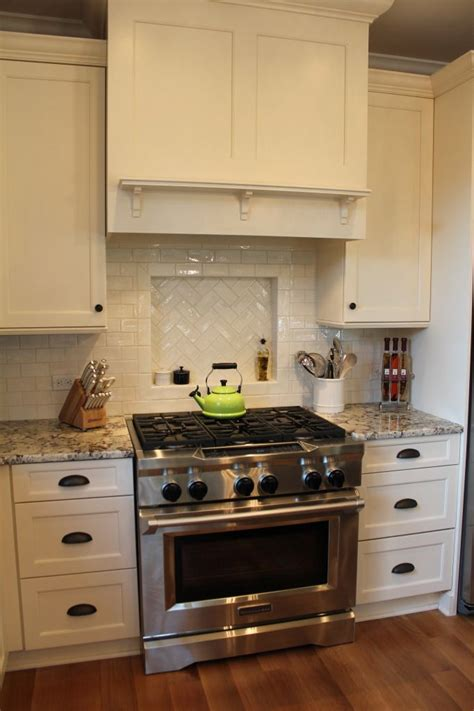 white kitchen subway tile backsplash 25 best ideas about subway tile backsplash on 1828