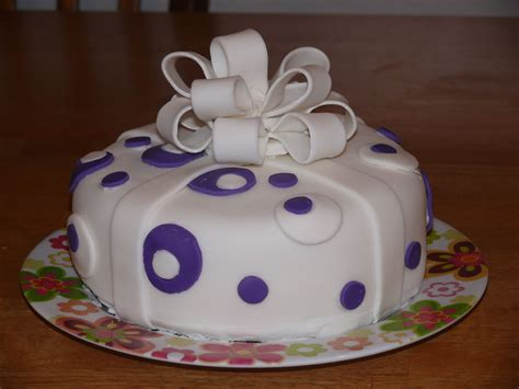 Busy Mama: GET OUT: WILTON CAKE DECORATING COURSE 3
