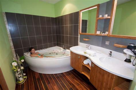 salle de bain suite de lhotel le prieure