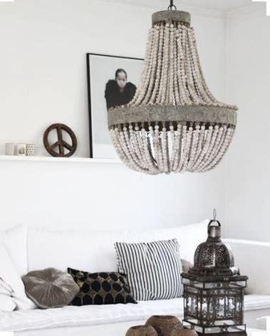 lampara de bolas de madera  metal labrado