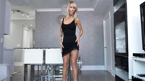 Skinny Mature Reveals Her Round Boobs And Ass On Live Cam