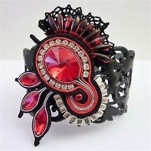 Bracelet en cuir ajoure avec soutache et cristaux for Robe fourreau combiné avec bracelet swarovski avec perles
