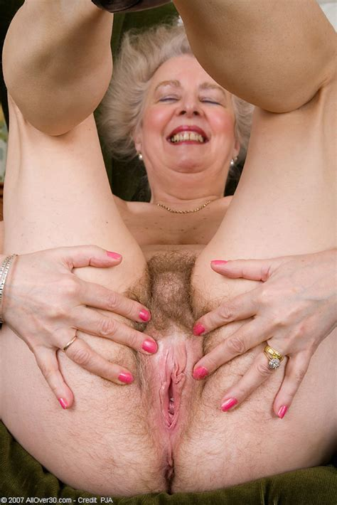 Older Gray Haired Lady Spreading Her Very Hairy Bush Pichunter