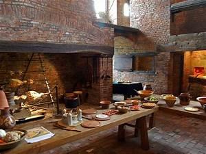 Medieval Kitchen in Gainsborough Old HalMedieval kitchen ...