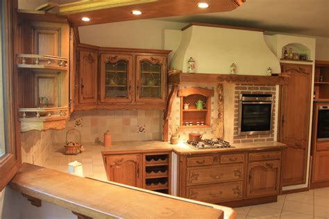 cuisine rustique provencale cuisine rustique en chêne massif sculpté cuisines liebart
