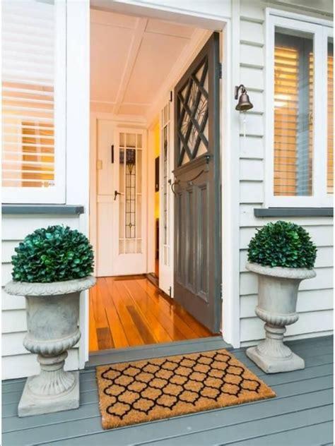 10 Ide Dekorasi Yang Bikin Pintu Depan Rumahmu Jadi Makin