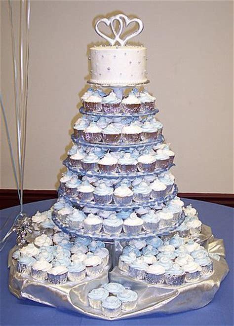 quarter wedding carrie underwood  serve cupcakes