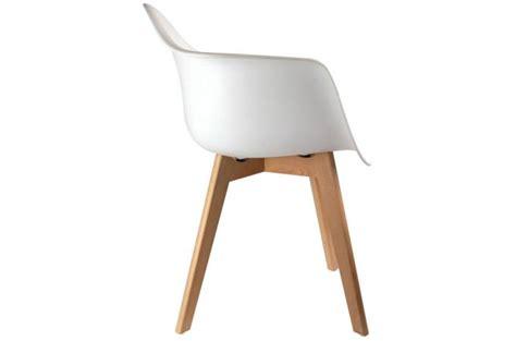 chaise scandinave avec accoudoir chaise scandinave avec accoudoir blanc design sur sofactory