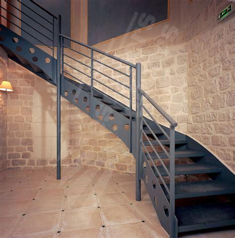 escalier 2 4 tournant industriel escaliers d 201 cors 174