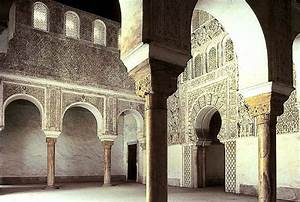 ISLAMIC ARCHITECTURE - SARAH FRANCES DIAS