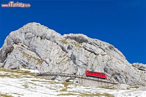 treno a cremagliera svizzera il monte pilatus lucerna con il trenino a cremagliera