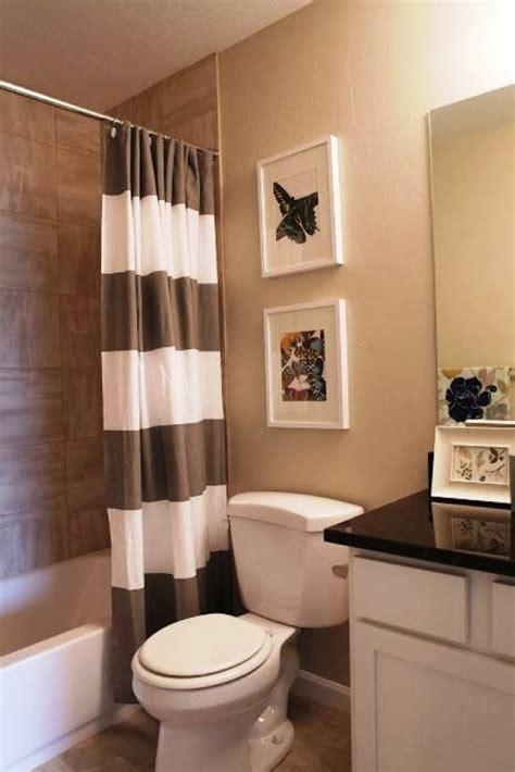 black white and brown bathroom quadros para decorar banheiro 13 modelos e id 233 ias dos 22778