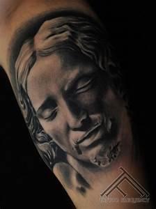 Michelangelo, Pieta skulptūra Tetovējums fotogrāfēts jau ...