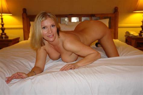 Amateur Threesome Sexy Beautiful Blonde Milf Big Tits