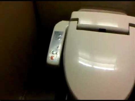 g e n i a l toilette japonais avec nettoyage
