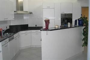 Küchen Mit Bar : k chen mit steinabdeckung 03 ~ Markanthonyermac.com Haus und Dekorationen