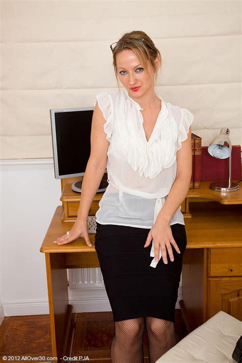 Office Mom Tara Trinity Takes A Break From Her Work To