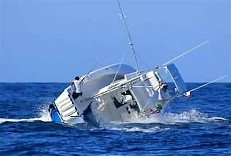 Tuna Outer Banks Boat Sinks by Pesca Esportiva E Naufr 225 Gio Um Dia 233 Da Ca 231 A Outro Do