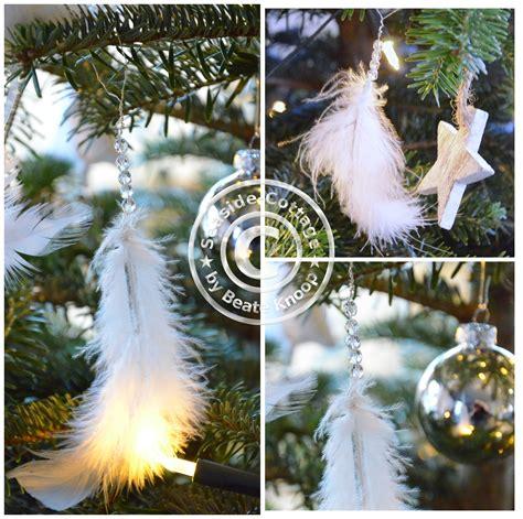 weihnachtsbaum federn unser tannenbaum und ein weihnachtsschmuck diy aus federn und perlen seaside cottage