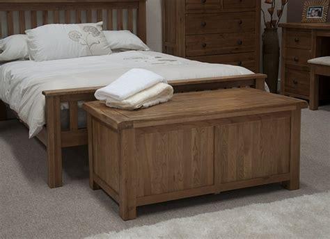 banc chambre 40 idées pour le bout de lit coffre en images