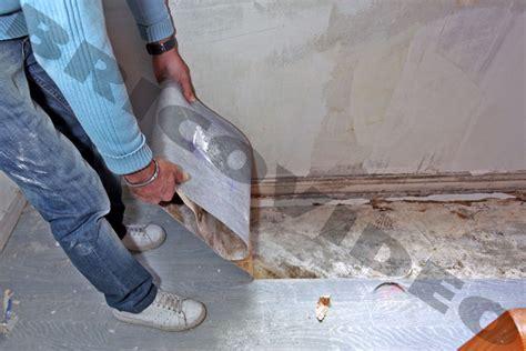 enlever colle sur carrelage comment enlever de la colle sur du lino de conception de maison