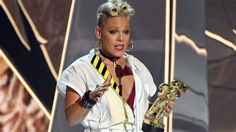 Pink Shuts Down the MTV VMAs With Heartbreaking and ...