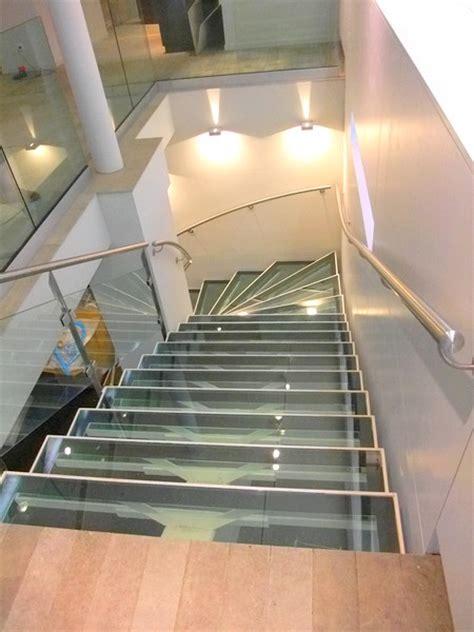 bureau center sarreguemines escalier avec limon central et marches en verre metal
