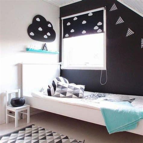 chambre bleu blanc noir et blanc s 39 invitent dans la chambre d 39 enfant joli tipi