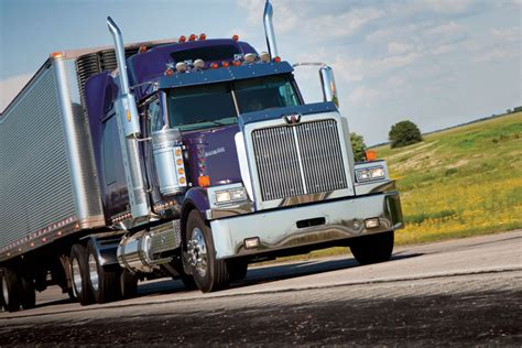 Daimler Trucks Unveils Redesigned Freightliner