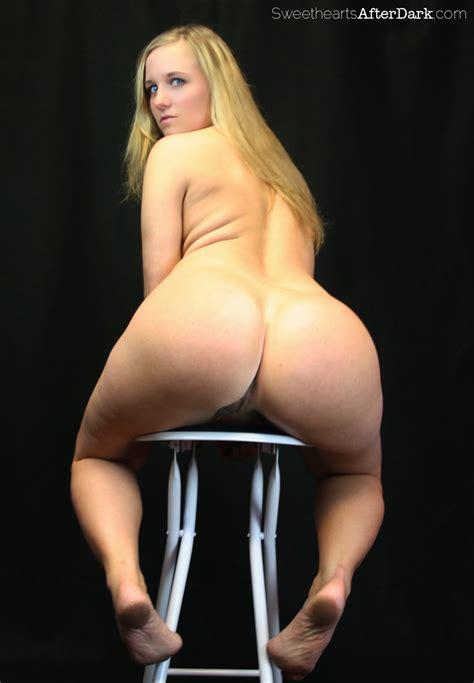 blonde pawg model