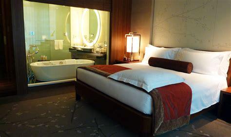 hotel hilton la stanza  apre  lo smartphone wired