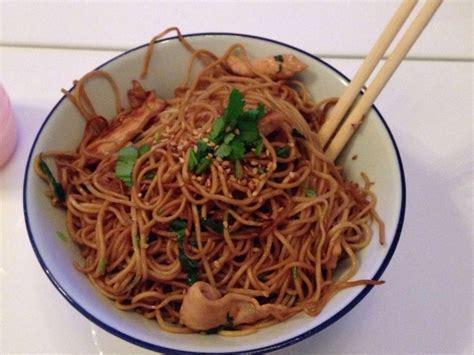 cuisine chinoise au wok nouilles chinoises soja et poulet au wok facile