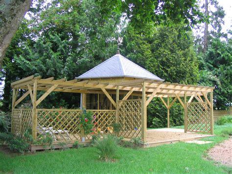 cuisine en bois moderne terrasse et jardin homeandgarden