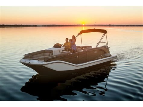 Round Deck Boat by Bayliner 25elxr7 Deck Boats New In Round Lake Il 60073