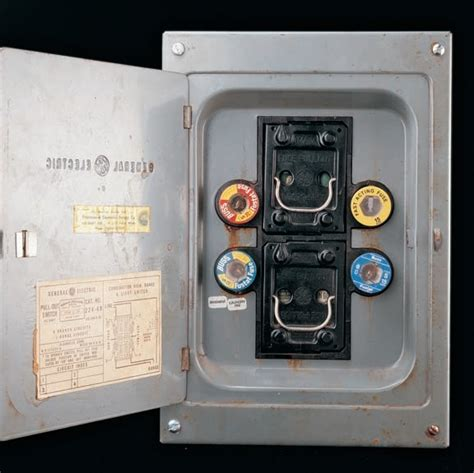 Electric In Fuse Box by Understanding Your Home S Electrical Panel Quarto Homes